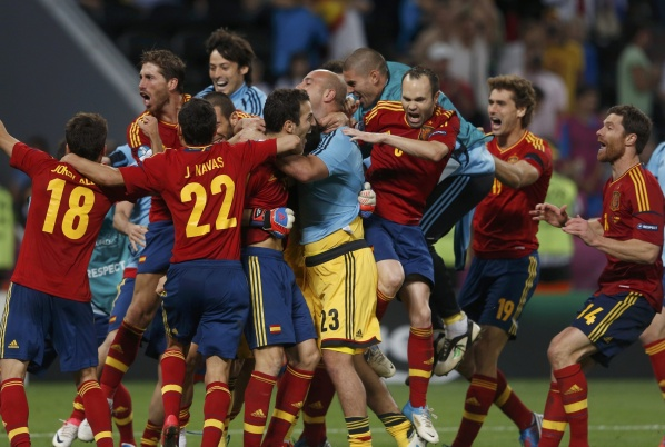 Spain in the final after success over Portugal on penalties!