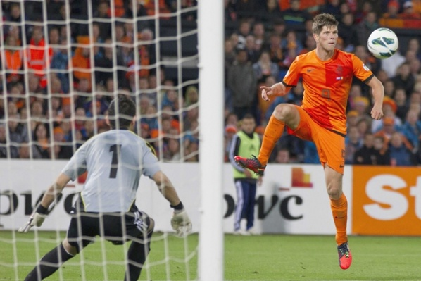 Lazio try to take Huntelaar without money