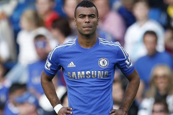 PSG lures Ashley Cole with a 3-year contract