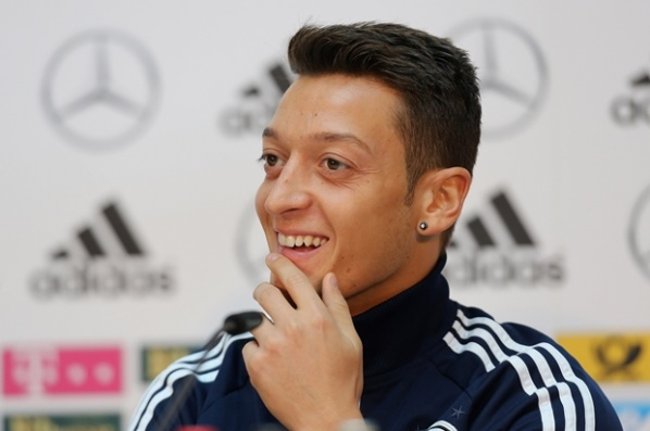Ozil maintain the good tone to Real, praises Wenger