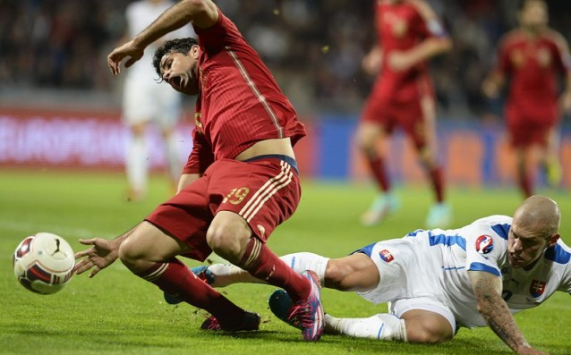 Skrtel stopped Diego Costa with dirty words, Suarez taught him