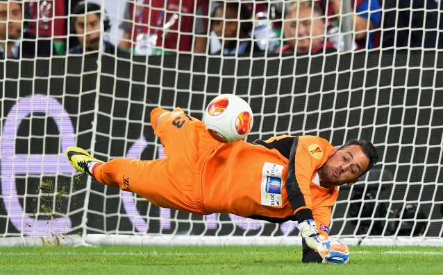 Sevilla's goalkeeper signed a contract for two more years