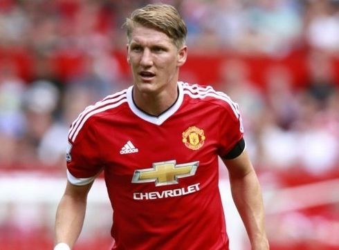 Schweinsteiger confirmed: 'I'm staying at United!'