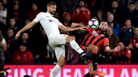 Llorente will miss the start of the season in England