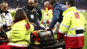 Everton`s injured player will stay at the hospital